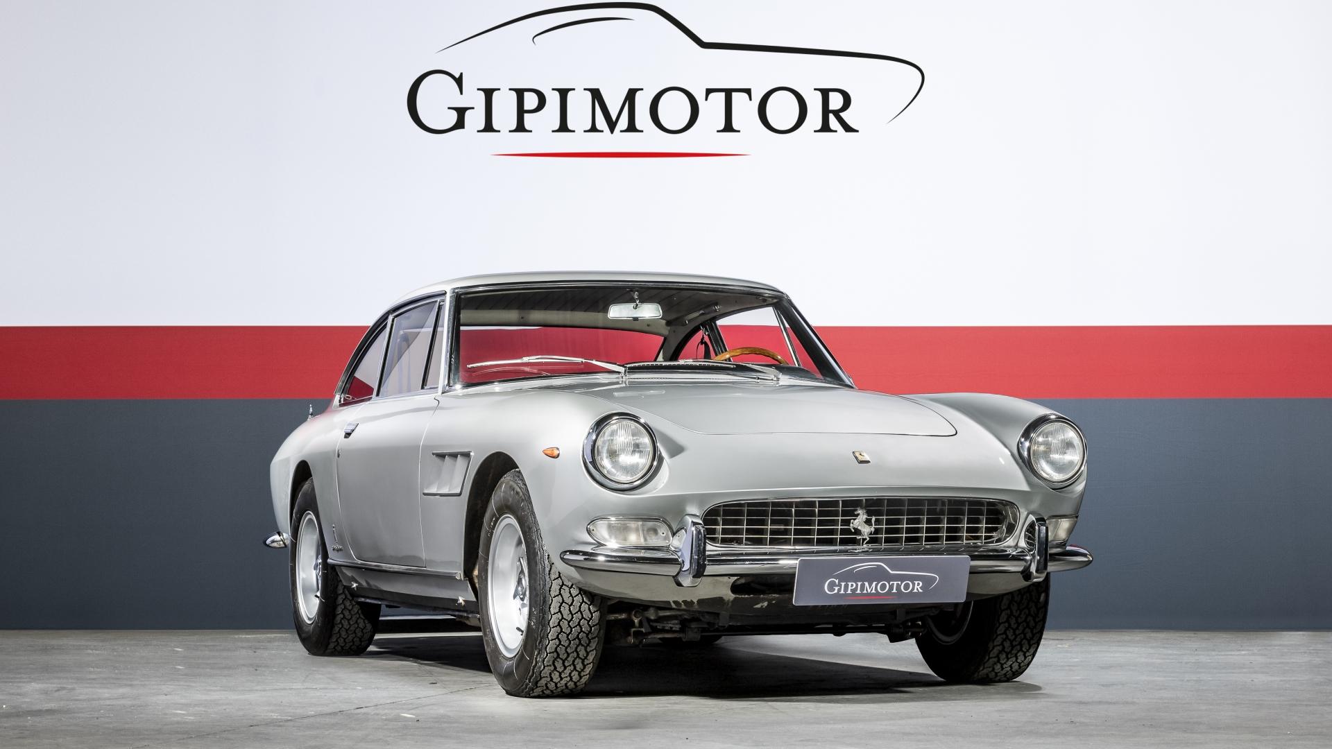 Ferrari - 330 GT 2+2 · Gipimotor